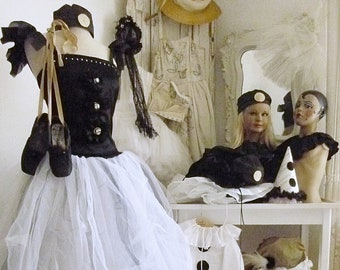 Beautiful vintage ballet / pierrot dress, real theatre costume, carnival costume, Mardi Gras costume, 80s....CHARMANT!