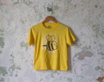 Vintage Bumble Bee Tshirt Tee Shirt T-shirt Crop Yellow Small Iron On