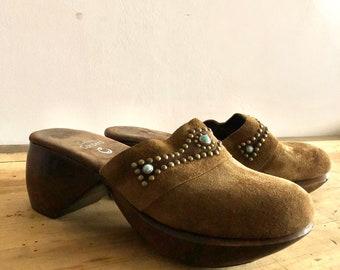 Vintage 90s 1990s Y2K 2000s Union Bat Buckle Faux Fur Fuzzy Brown Cream Heeled Platform Clog Mules Shoes Size 7