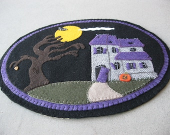 PDF Pattern: Halloween Haunted House Penny Rug, Instant Download, Autumn / Fall Decoration. Wool, Wool Felt, Applique.