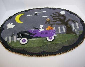 PDF Pattern: Haunted Halloween Pedal Car Penny Rug, Instant Download, Halloween / Fall / Autumn Decoration. Wool, Wool Felt, Applique.