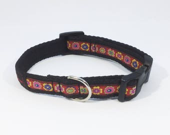 Flower Border Collar in Red