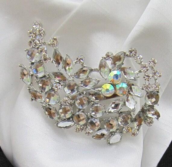 Ready Tied White//Cream Faux Silk Riding Stock /& Lovers Knot Diamante Stock Pin