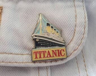 Vintage 1990s Titanic Pin Vtg 90s Classic Movie Film Badge Hollywood Universal Leonardi Di Caprio