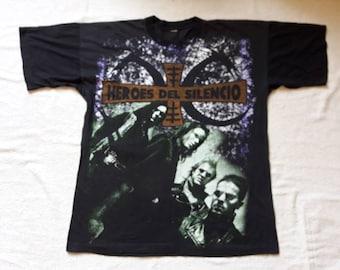 Vintage 1996 Heroes Del Silencio T Shirt Vtg 90s 1990s Heavy Hard Rock Metal Tee Los Suaves Mago De Oz Bunbury OVP Allover Full Print .