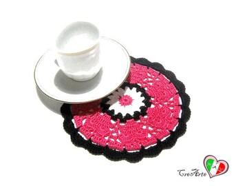 Hot Pink and Black crochet coaster - Sottobicchiere fucsia e nero all'uncinetto