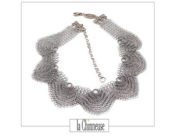 SIGNED BABYLON NECKLACE; The 1990s; Vintage Brutalist necklace in knitwear; For her; Creator's Jewel; French collar Signed.