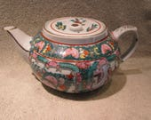 Japanese Teapot Famille Rose Geisha , Hand Painted in Hong Kong , Excellent Details , Y T Red Markings