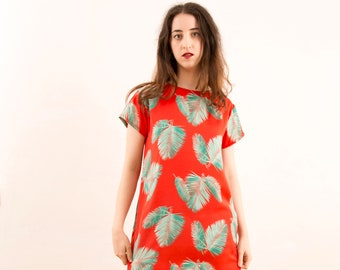 Florida model dress, short sleeve, straight, reddish coral with leaves, limited edition, made in Barcelona, fashion proximity, viscose