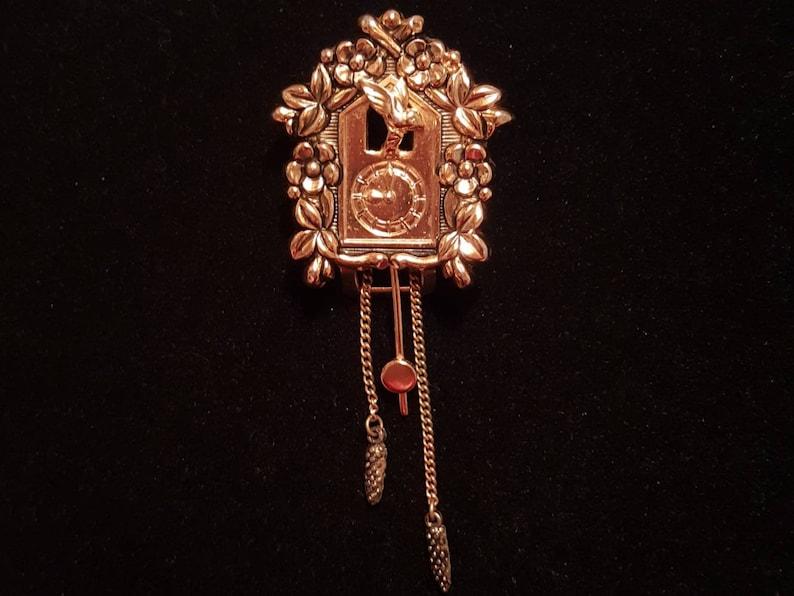2019 autentico dettagliare prezzo ufficiale CORO Pegasus vintage gold cuckoo clock fur clip - antique jewelry, unique  gift present, bird, flowers, time piece