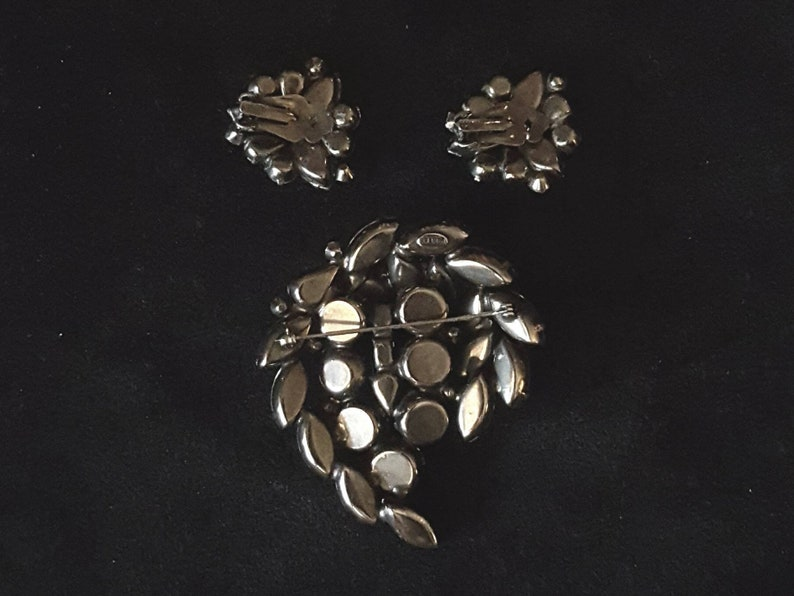 unique rare wedding bridal Vintage Kramer brooch pin and clip on earrings antique jewelry gray and clear iridescent rhinestones