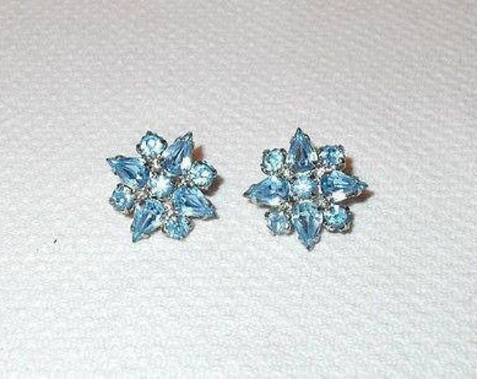 Vintage 60s Weiss Signed Blue Silver Floral Star Rhinestone Huggie Screw-Back Clip Earrings