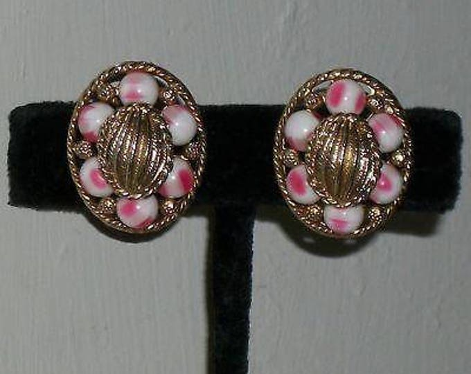 Vintage 60's Boho Hippie Mod Space-age Oval Chunky Pink White Gold Plastic Bead Unsigned Women's Stainless Steel Clip Earrings