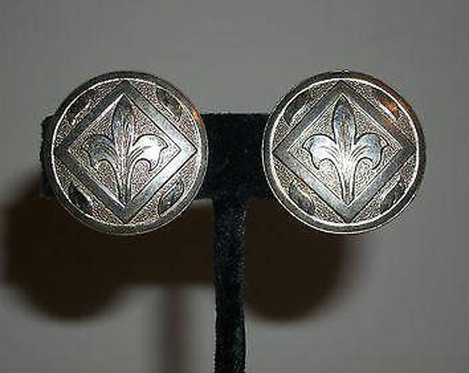 Vintage 70's Boho Hippie Chic Floral Silver Stainless Steel Round Chunky Huggie Clip Earrings