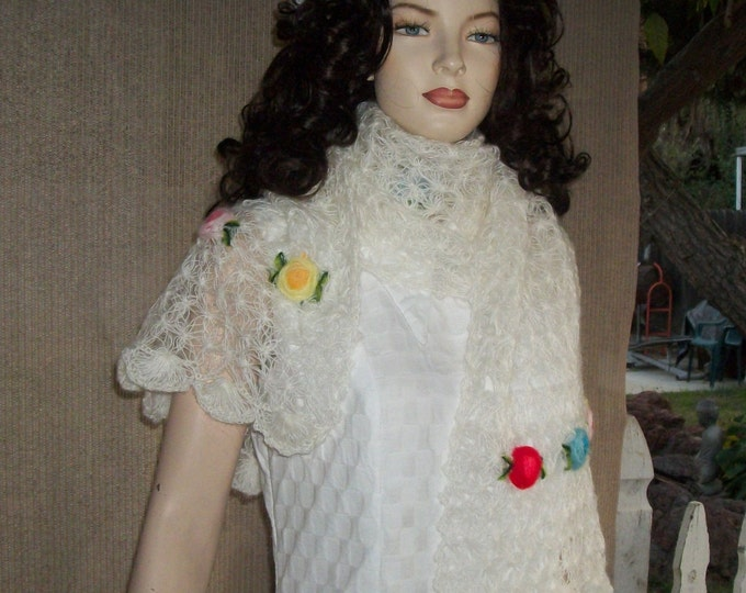Vintage 60s The Specialty House Hand Crocheted White Floral 3D Flowers Made In Japan Acrylic Shawl Wrap Fluffy Cover-up