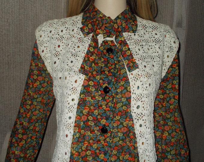 Vintage Handmade 80's Boho Hippie Chic White Floral Crochet Sleeveless Open Front Vest