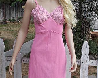 a4f9f5e58 Vintage 60s Hollywood Vassarette Pink Lace Nylon Full Slip Dress
