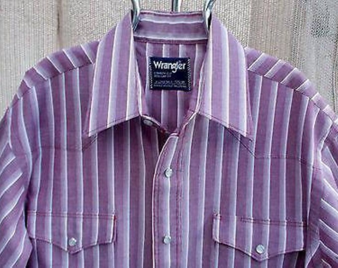 Vintage 70s Wrangler Country Western Cowboy Cut Purple White Striped Mens Long Sleeve Snap Shirt X-Long Tails