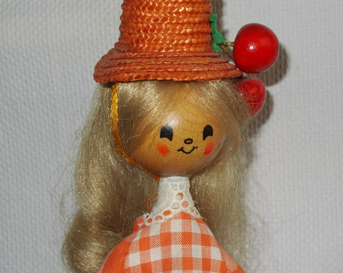 Vintage 60's Handarbeit Holly Hobbie Doll West German Mechanical It's A Small World Musical Wind-up Wooden Toy