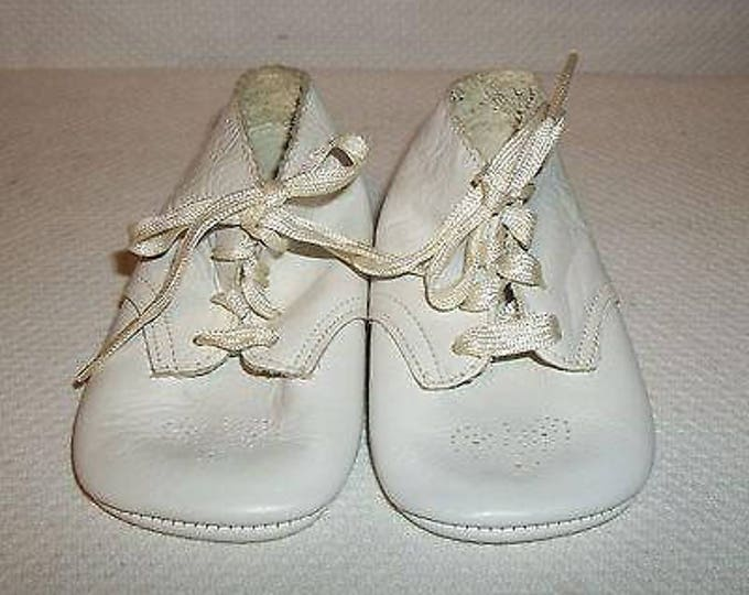 Vintage 60s Adam August 1965 Personalized Baby Crib Shoes Boys White Leather Christinening Infants Boots First Shoes
