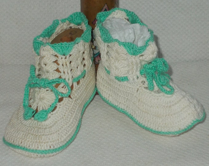 Vintage 90s Handmade Crochet Aqua Green White Baby Infant Baby Doll Crib Shoes Booties Socks Size 0