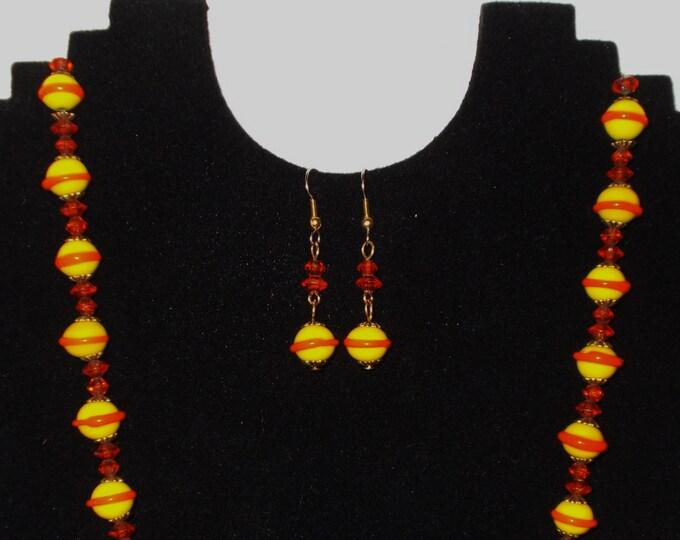 Vintage 70s Boho Hippie Chic Orange Yellow Art Glass Lampwork Swirl Bead Single Strand Beaded Handmade Necklace Drop Dangle Earring Set