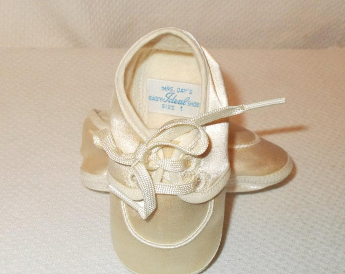 Vintage 50s Mrs. Day's Ideal Baby Shoe Co. Satin Crib Shoes Girls Boys Baby Infant First Baby Shoes Size 1