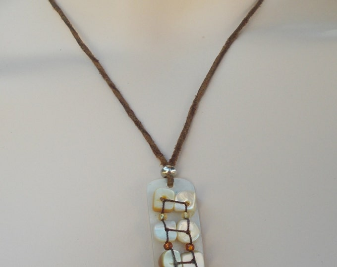 Vintage 70s Boho Hippie Chic Brown Leather White Pearl Shell Bead Drop Dangle Pendant Choker Necklace