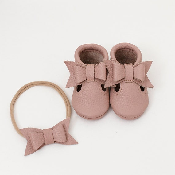 Choose color)) Italian leather. T strap baby moccasins, newborn ,infant, toddler, birthday shoes, baby gift, summer moccasins, baby shower