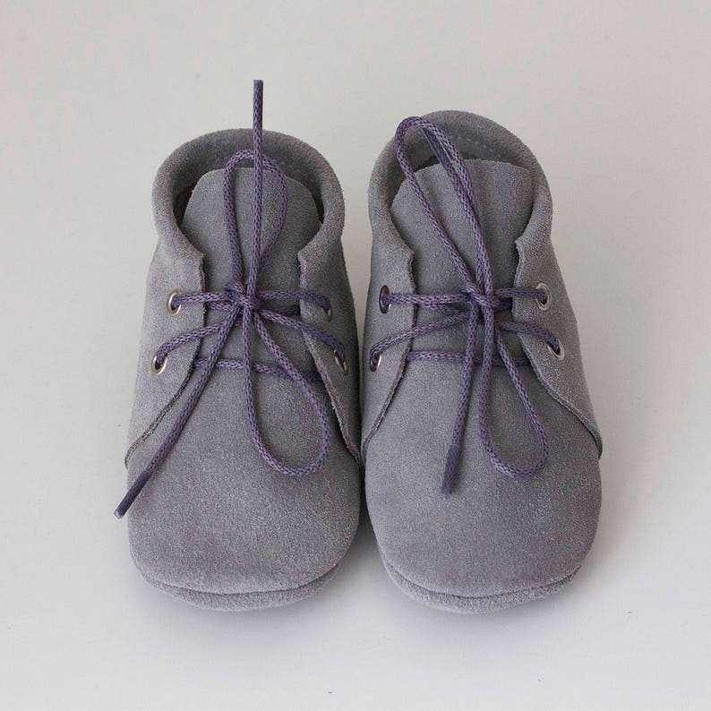 Handmade suede grey baby moccasins with shoelaces. CUSTOM COLORNewborn, infant, toddler soft shoes