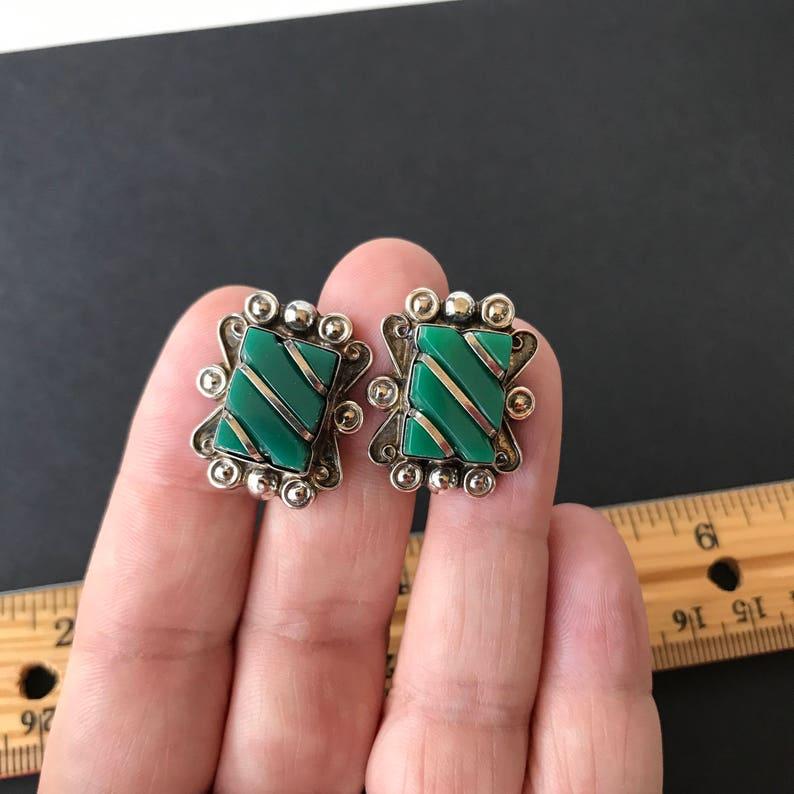 55799b3a8bac Tornillo de aretes 925 plata esterlina en piedras verdes
