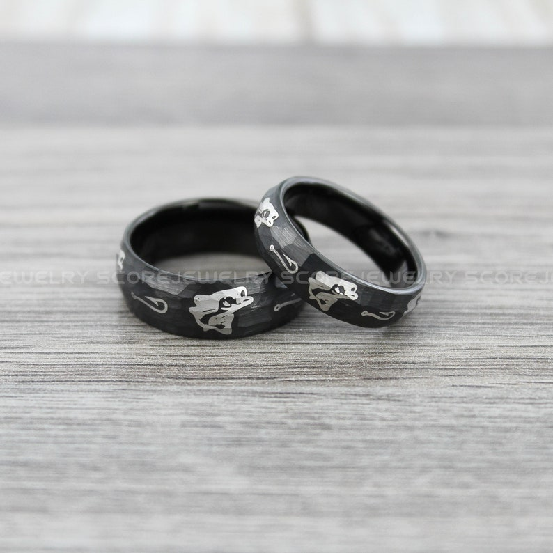 FREE SHIPPING FREE Custom Engraving 2 Piece Couple Set Tungsten Bands Hammered Finish Bass Pattern Ring Hunting Rings Fishing Tungsten Rings