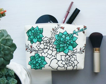 Cute makeup bags Cactus makeup bag Bridesmaid Bag Floral Cosmetic Bag Succulent Travel Gifts for women Zipper Pouch Mom gifts Cactus gifts