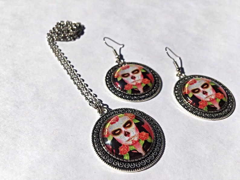 Traditional Day of the Dead Woman with Roses Necklace /& Earrings Set