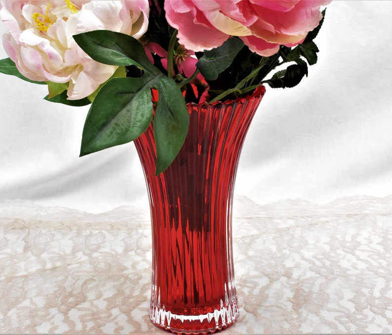 image 0 ... & Vintage Red Ribbed Flower Vase Ruby Red Flash Floral Bouquet | Etsy