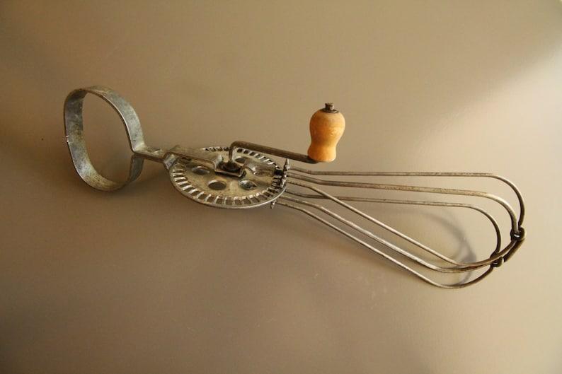 Small vintage crank whip early twentieth century 1940 brand QUARTER bt\u00e9 SGDG