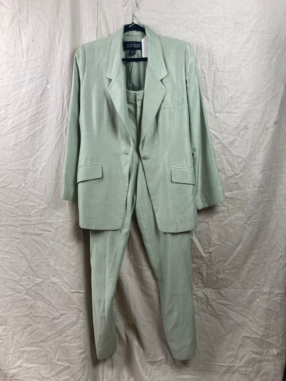 Deadpan green suit
