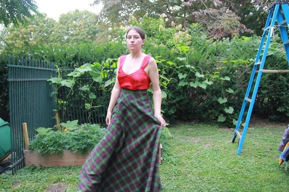 Green plaid full maxi skirt 28 waist - image 5