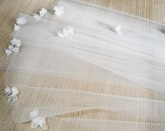 Wedding Veil with Flowers, Petal Wedding Veil, Boho Wedding Veil, Fingertip Petal Wedding Veil, Subtle Flower w Rhinestone Wedding Veil