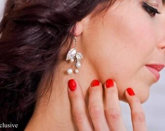 Bridal earrings White earrings Drop earrings Silver bridesmaid earrings Leaf earrings Wedding crystal earrings Wedding gift Bridesmaid gift