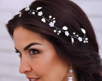 Bridal headpiece Wedding hair piece White flower crown Wedding headpiece Wedding headband Bridal head band Wedding hair vine Bridal tiara