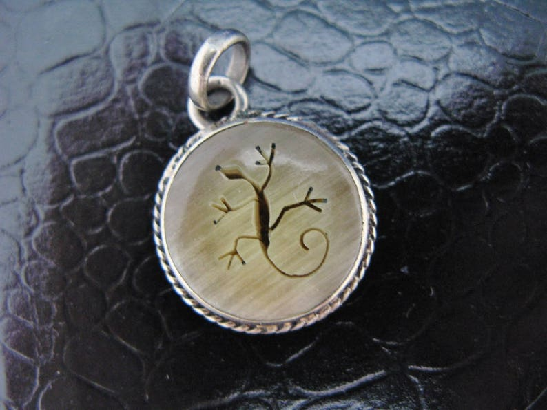 Salamander Lizard Pendant or Charm Petroglyph Style Silver Tone Vintage Southwestern