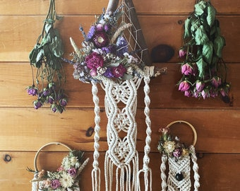 Dried Flower Macrame Wallhanging | Macrame | Witchy | Crystal Healing |
