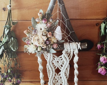 Dried Flower Wallhanging | Floral Macrame | Witchy | Crystal Healing | Boho | Dreamcatcher |