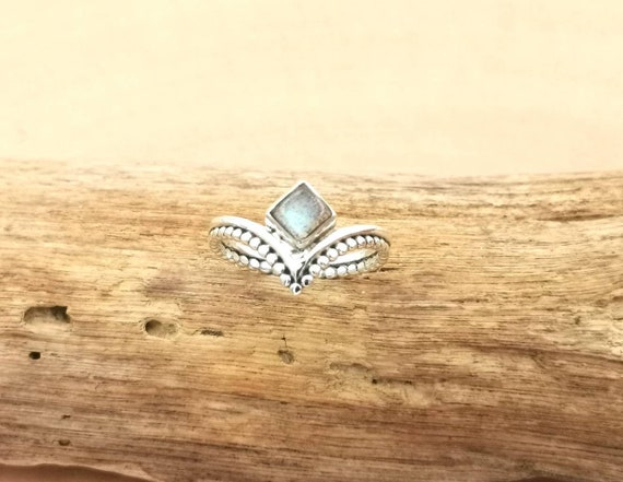 V Shape Boho Ring 925 Silver with Square Labradorite/Rainbow Moonstone/Cornelian and Ball Pattern