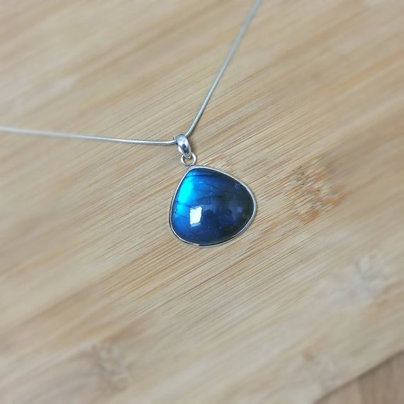 Radiant Blue Labradorite 925 Silver Pendant with Chain