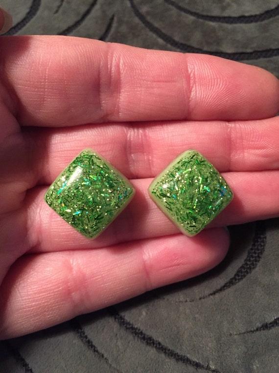 NOS Vintage 1950/'s Lucite Glitter Clip on Earrings Blue or Green White Flecked