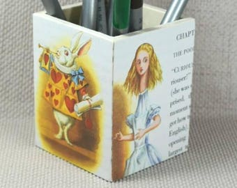 Alice in Wonderland Pencil Pot with Free Gift Wrapping!