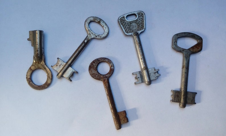 Set of 5 keys USSR Key Key decor Skeleton Key Old door key Soviet Vintage keys Old Antique Key Iron Rusty Key Rare key Rustic key