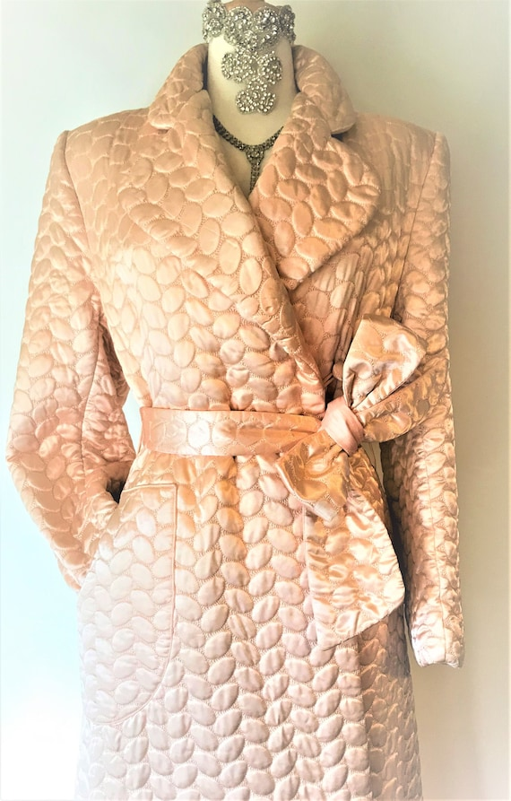 1940's Vintage Quilted Salmon Pink Dressing Gown F